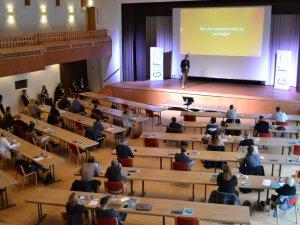 Teilnehmer im Plenum am GDF20 (c) Gastgeber Digitalforum