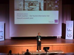 Mathias Burzinski Vortrag zu Zukunft der TI (c) Gastgeber Digitalforum