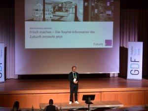 Die Zukunft der TI erklärt Matthias Burzinski (c) Gastgeber Digitalforum