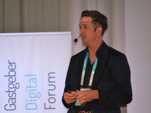 Uli Kastner als Moderator auf dem GDF (c) Gastgeber Digitalforum