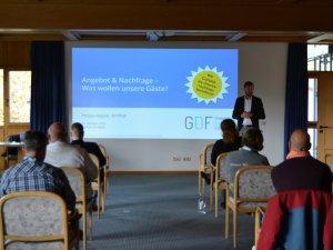 Aktuelle Reiseanalyse zu Corona Entwicklung von Philipp Wagner (c) Gastgeber Digitalforum