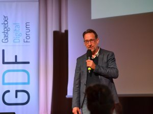 Michael Helm zum Thema Newsletter (c) Gastgeber Digitalforum
