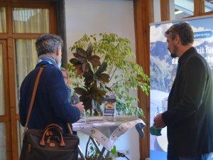 Gespräche am Stand vom Gastgeberservice (c) Gastgeber Digitalforum