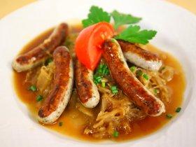 Nürnberger Rostbratwürst mit Sauerkraut
