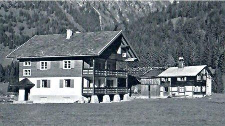 1961 Cafe Gebrgoibe