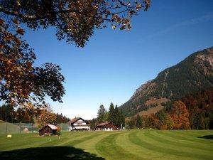 Clubhaus im Herbst (c) Golfclub Oberstdorf e.V.