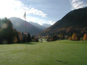 Höchstes Green auf fast 1000 m an Loch 2