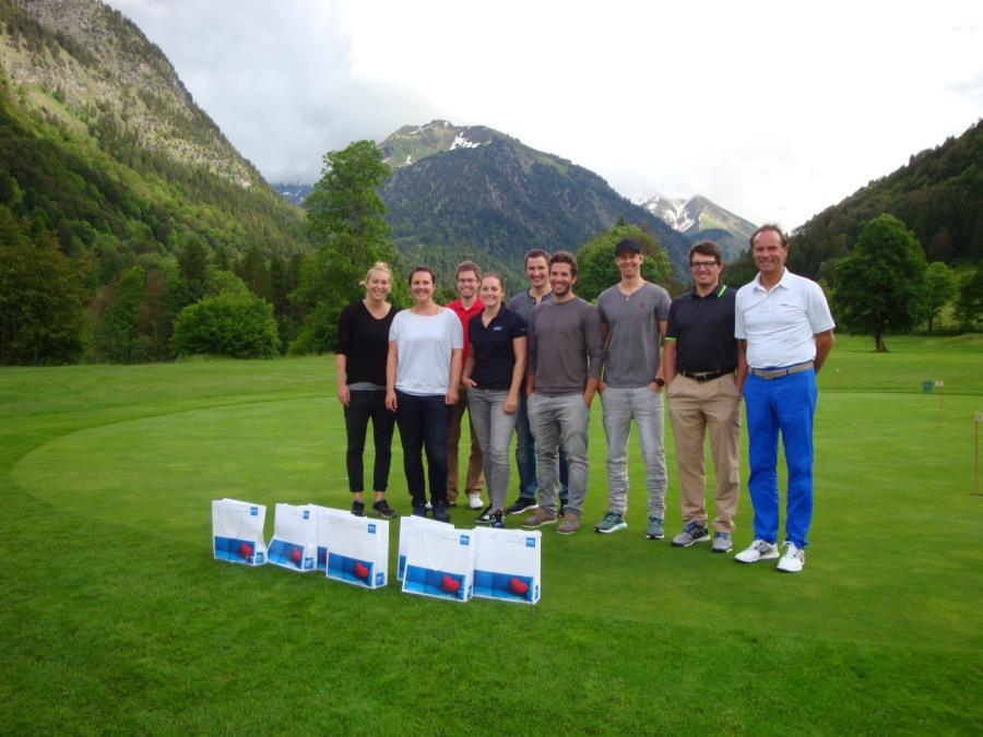 Skisport-Champions mit Sponsor Arthur Klauser