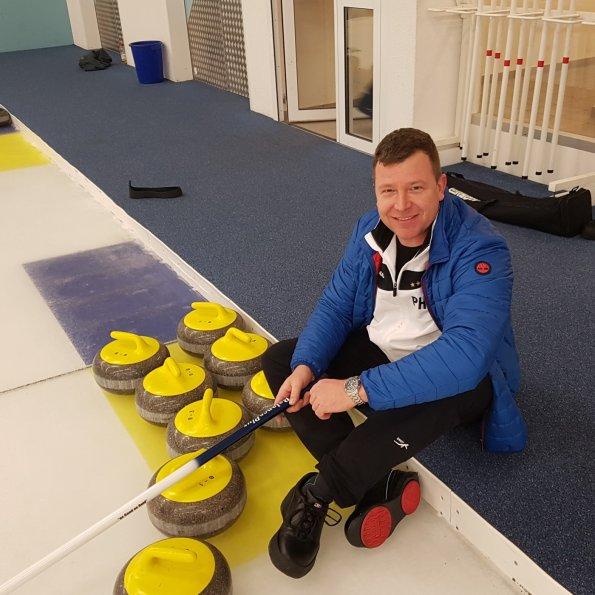 Patrick Hoffmann beimm Curling