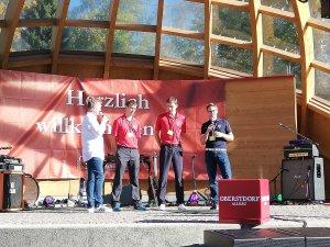 Unsere Skispringer Georg Späth und Michi Neumayer mit Sportwart Michael Fischer zum Interview auf der Festivalbühne