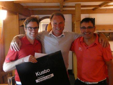 V.l.: Sportwart Michael Fischer mit Artur Klauser (1. Netto A) und Martin Sauter (2. Netto A)