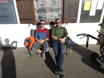 Mario Joppich und Simon Reimann genießen die Sonne