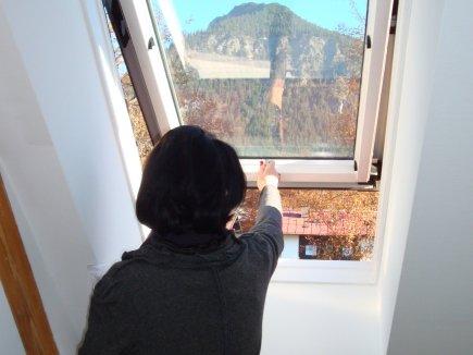 Gastgeberin Dielinde Gobald schaut während der Arbeiten nach dem Rechten