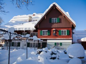 Das Geldernhaus im weißen Winterkleid