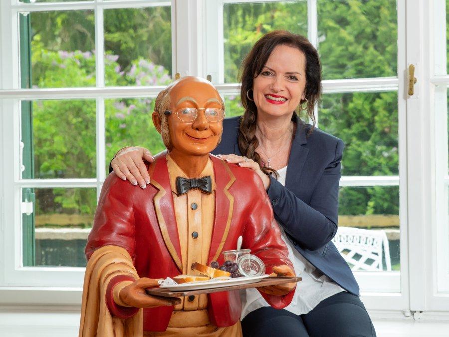 Anne Elisabeth Wolf mit Butler