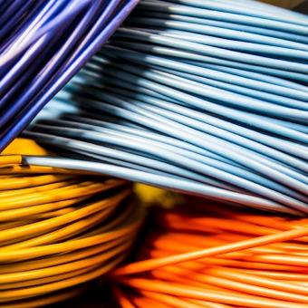 Leitungen und Kabel