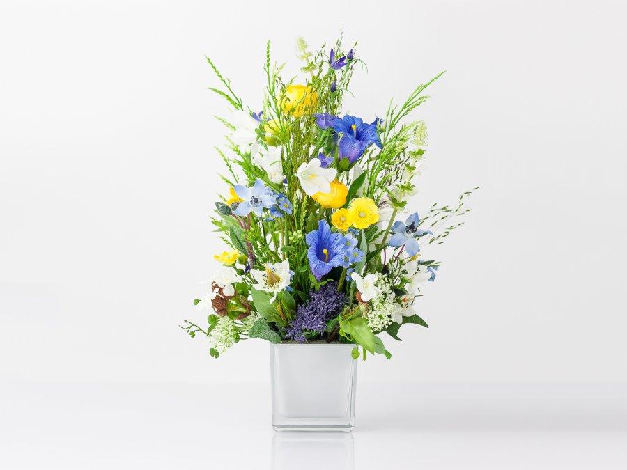 Wiesenblumengesteck mit Glockenblumen (00049)