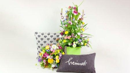 Wiesenblumen und Kissen (00190)