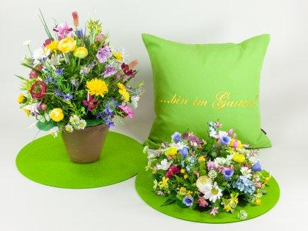 Wiesenblumen und Kissen (00170)