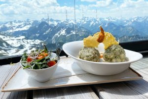 Spinatknödel im Gipfelrestaurant