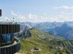Vom Gipfelrestaurant die Bergwelt bestaunen