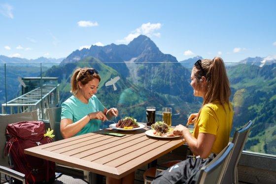 Mittagessen auf dem Walmendingerhorn