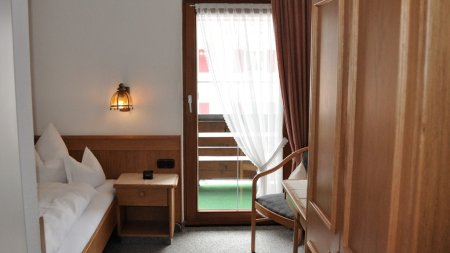 Zimmer 8 00001