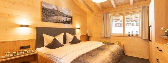 Schlafzimmer in der Alpen Lodge