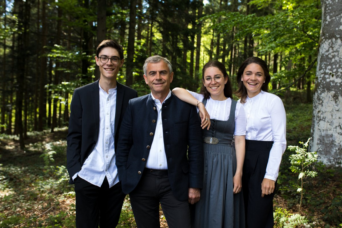 Klaus Hauber mit Tobias, Tanja und Eva