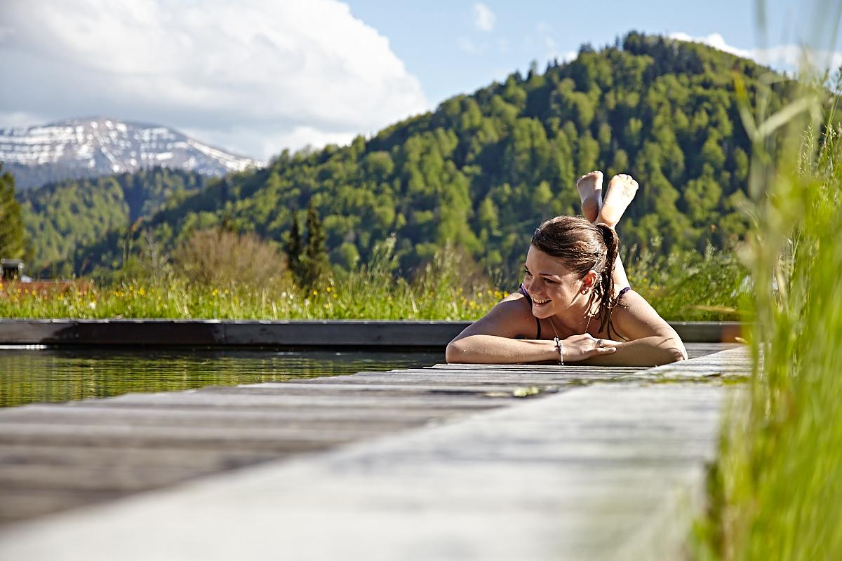 Wellness-Gesundheits- und Golfhotel in Oberstaufen im Allgäu. Ihr Urlaub im 4 Sterne superior Alpenresort: Mitten im Naturresort mit 46 Hektar. Kompromisslos ruhige Aussichtslage mit Klimapfad, Waldhängematten, Außen- und Innenpool und direktem Einstieg in den Golfplatz...