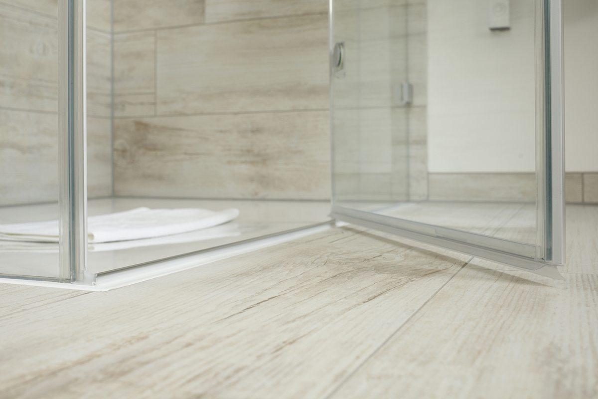 mit bodenebenen Duschen: Schick und bequem