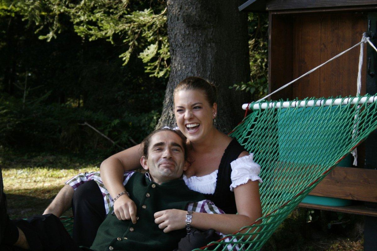 In den Waldhängematten ist sowohl Spaß als auch Entspannung möglich. Genießen Sie Ihren Urlaub mitten in der Natur und das schon morgen. Das Wellnesshotel Haubers lädt Sie mit den Last-Minute Angeboten zu sich ein.