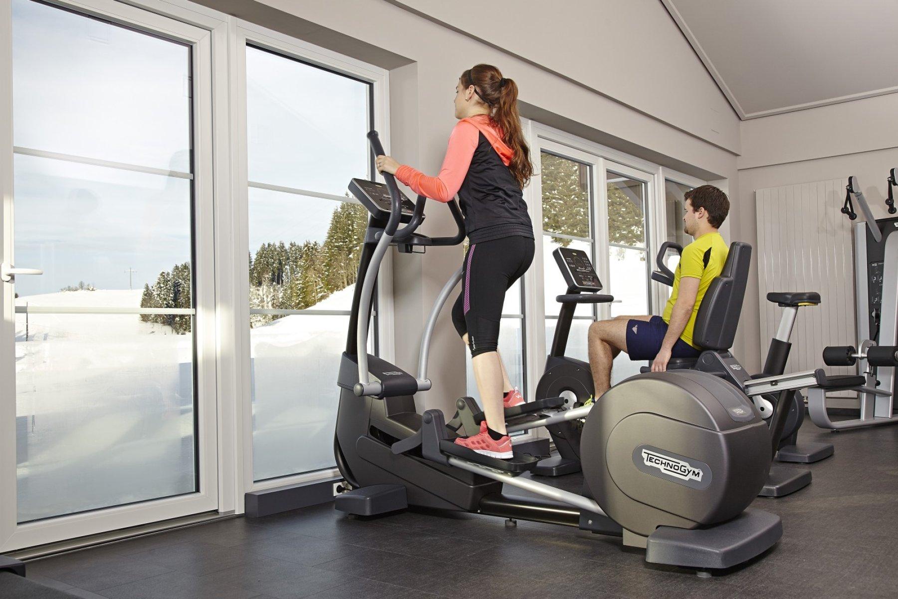 Mitten in der Natur - im neuen Fitnessraum im Haus am See