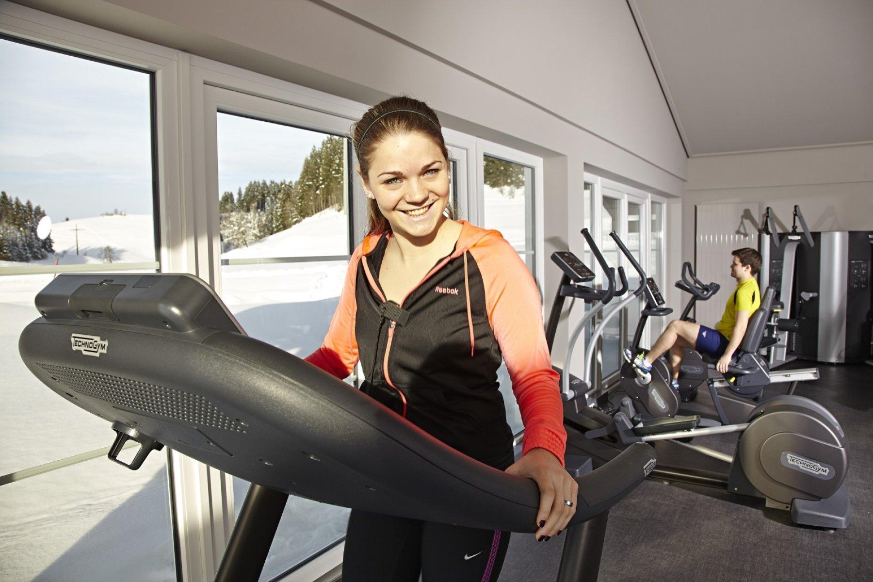 Der neue Fitnessraum im Kurhotel Haubers ist ausgestattet mit Technogym Geräten. So bleiben Sie fit und gesund in Ihrem Allgäuurlaub in Oberstaufen.