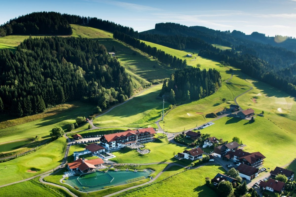 ...entdecke Haubers kleines Paradies 60 Hektar Naturresort mit Alpen, Klimapfad, Aussichtsterrassen auf 950 Höhenmetern, Natursee mit 2500 qm