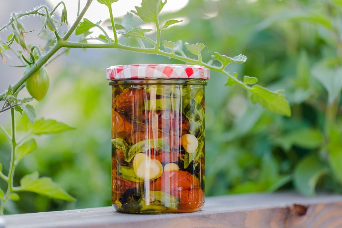 Einmachglas mit Gemüse