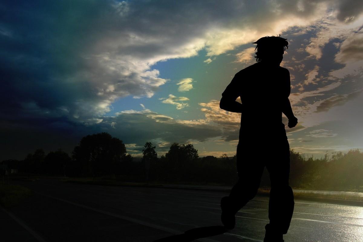 Läufer bei Dunkelheit