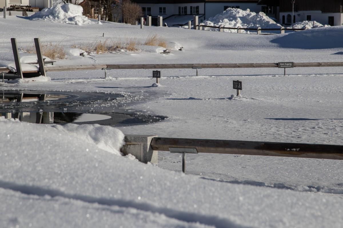 für Profi-Saunagänger ein Muss. Nach der Sauna direkt in den eiskalten Natursee. Das ist wahrlich nur etwas für