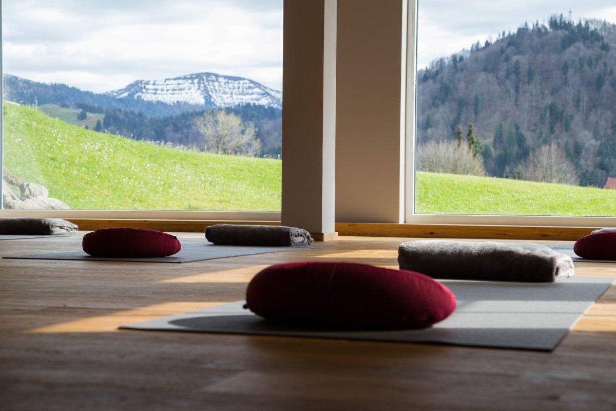 Neu: der lichtdurchflutete, aussichtsreiche Yogaraum