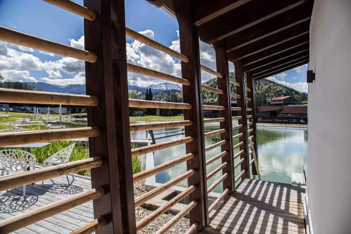 Sauna mit direktem Zugang in den Natursee