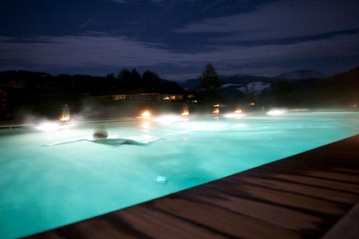 6-Aussenpool-Vollmondschwimmen-1200x800px