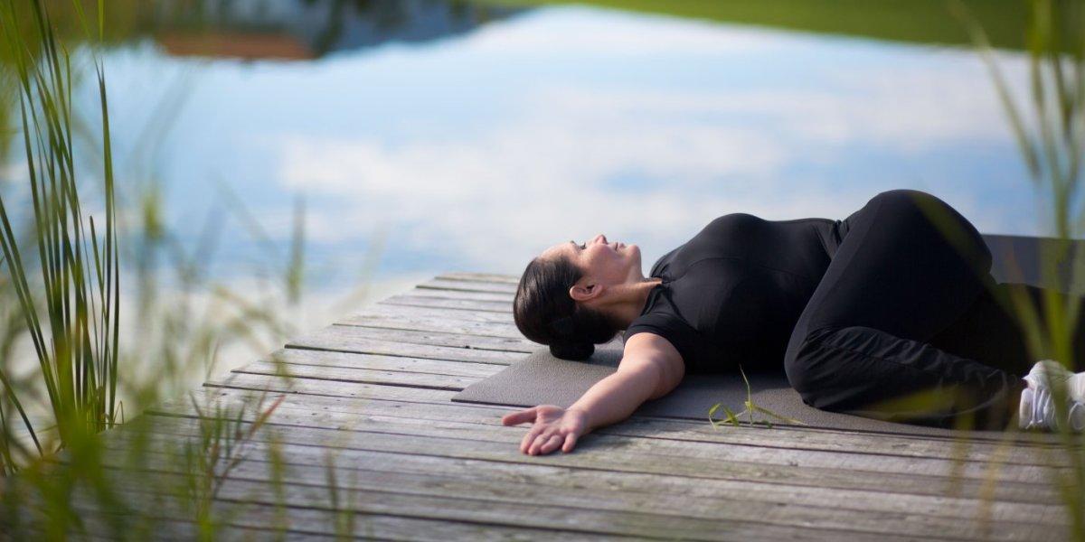 Yoga am Natursee