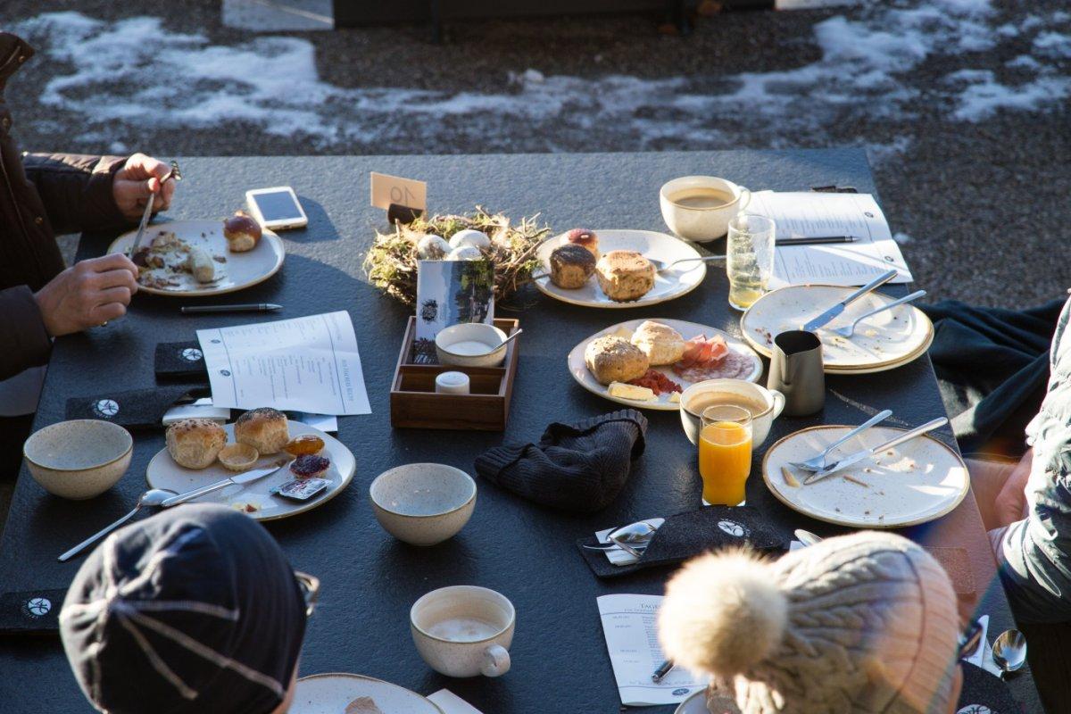 Bergfrühstück in der freien Natur