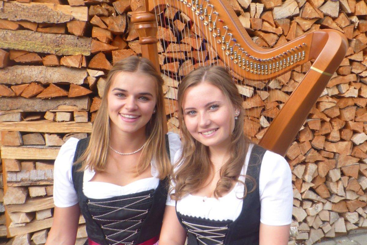 Das Harfenduo Katharina und Paulina