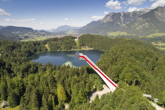 Skiflugschanze mit Freibergsee