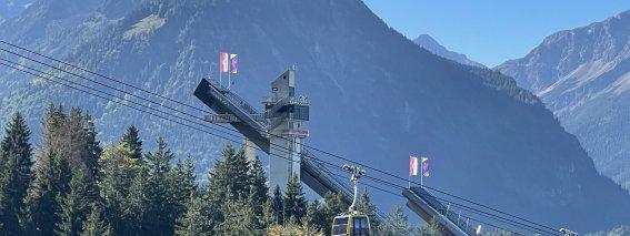 Skisprungschanze mit Nebelhornbahn