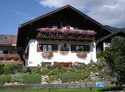 Haus Almfrieden im Sommer
