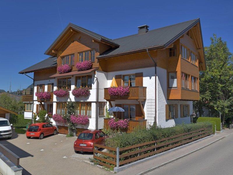 Ferienwohnung-gaestehaus-oberstdorf-alpenhof-broell-000