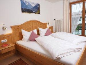 Wohngesundes Massivholzschlafzimmer für angenehme Träume