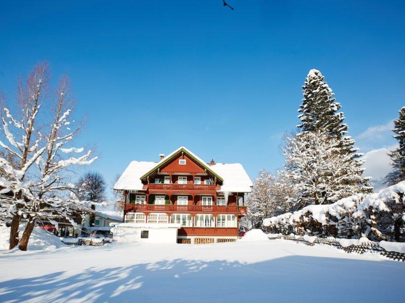 Winterbild vom Haus Graf von Faber-Castell